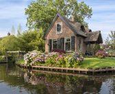 Giethoorn – Ngôi làng không có lối đi ở Hà Lan